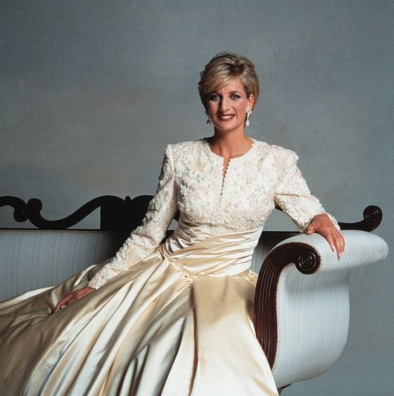a biography of diana frances spencer princess di Lady diana frances spencer (july 1, 1961–august 31, 1997) was the first wife of charles, prince of wales from the time of her engagement until her death, princess diana was one of the most famous women in the world.